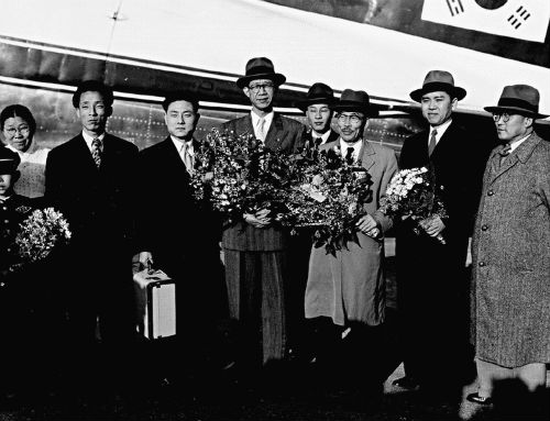 Foreign Affairs Minister Byeon Yeong-tae (third from right) and the accompanying Korean delegation leave for the Geneva Conference on April 19, 1954