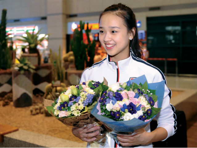 Son Yeon-jae arrives in Korea after securing her ticket to the Olympics at the 2011 World Championships in France