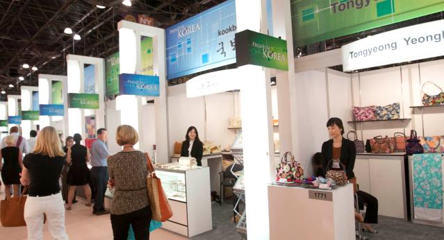 Korean Crafts And Designs Lure Buyers In New York Korea