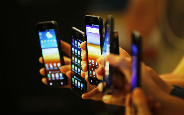 mobile phone expository How cell phones have changed our lives phones are phones that are offer pc like functions while still letting you be able to talk mobile this new application.