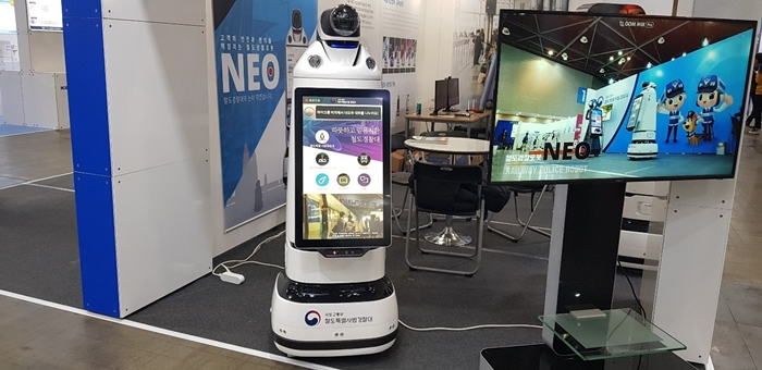 'NEO' is a robot railway police that has been developed by FUTUREROBOT Corporation. The robot was introduced to the public during the Korea Innovative Safety & Security Expo 2018 at the KINTEX Convention Center in Goyang City, Gyeonggi-do Province on Nov. 14.