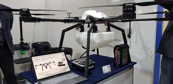 The agricultural drone is presented by the Cheonpung Unmanned Aircraft Corporation during the Korea Innovative Safety & Security Expo 2018 at the KINTEX Convention Center in Goyang City, Gyeonggi-do Province on Nov. 14.