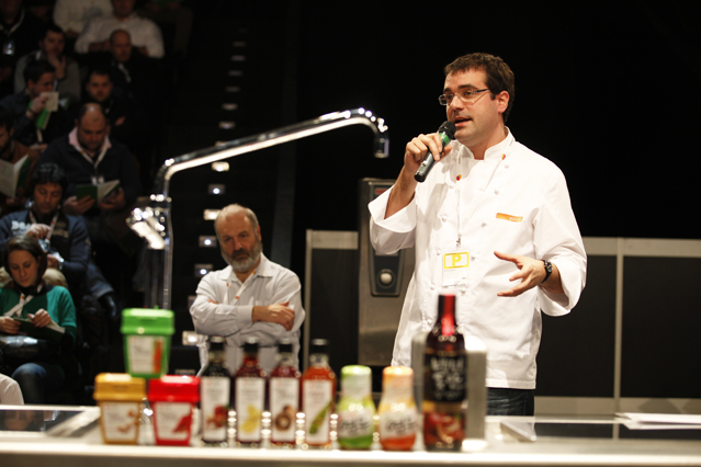 Jaume Biarnés of the Alicia Foundation lectured on a new study on European cuisine spiced up with fermented paste (photo courtesy of Sempio Foods Company