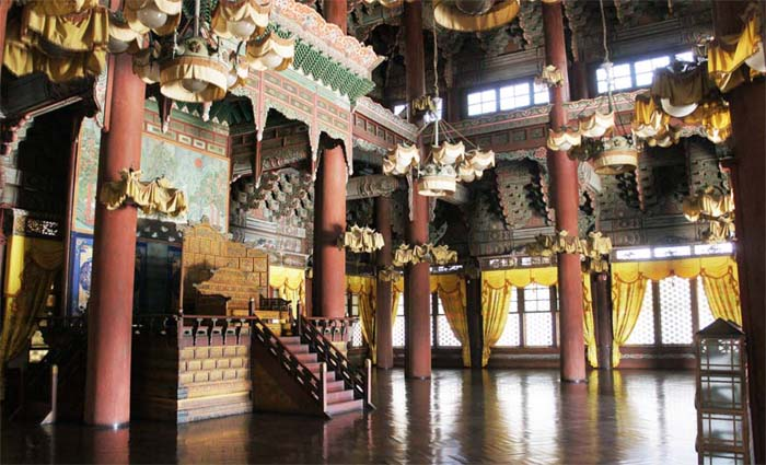 The interior of Injeongjeon Hall is now open to the public (photo: CHA).