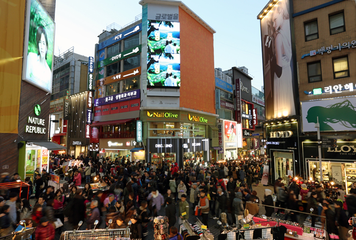 Myeongdong, which is in proximity to Seoul Station, is a number one tourism destination for foreign visitors (photo: Jeon Han).