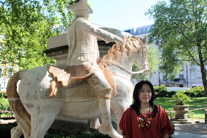 The equestrian sculpture titled Written in Soap by artist Shin Mee-kyoung is installed at Cavendish Square (photo: Yonhap News).