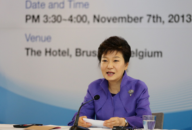 President Park Geun-hye speaks on Korea's creative economy at the Korea-EU Scientists and CEOs' Meeting. (photo: Cheong Wa Dae)