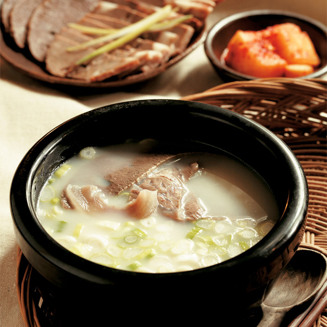 Seolleong-tang is a style of beef soup with chives. (photo courtesy of the KTO)