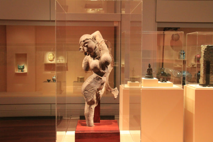 A statue of a goddess produced in India during the 10th century demonstrates the beauty of the human body. (photo: Wi Tack whan)