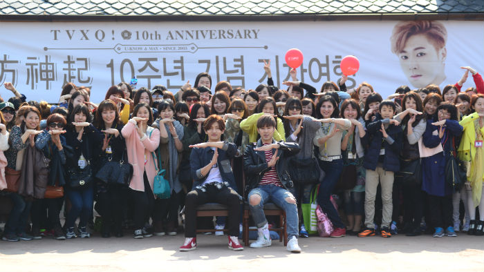 TVXQ spent the day with their fans on March 24 as part of a promotional train trip.