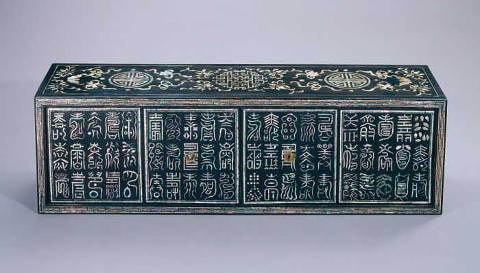Lacquered Document Chest inlaid with Mother-of-pearl / 19th in Joseon Dynasty / National Museum of Korea