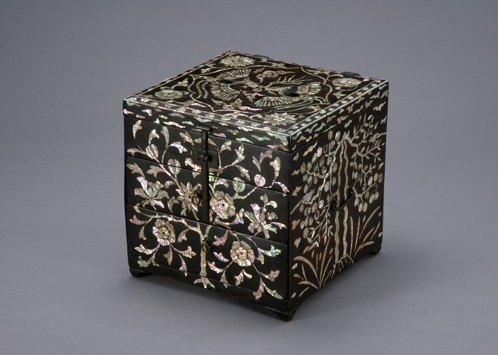 Comb Box inlaid with Mother-of-pearl / 18-19th in Joseon Dynasty / National Museum of Korea