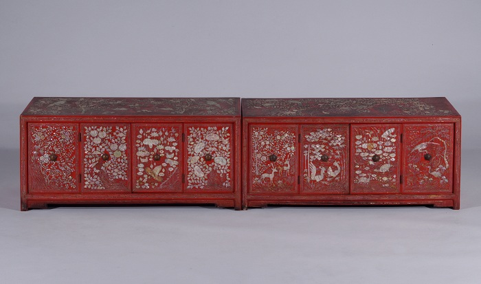 Red Lacquerware document chest inlaid with mother-of-pearl / later in 19th - early in 20th / National Palace Museum of Korea