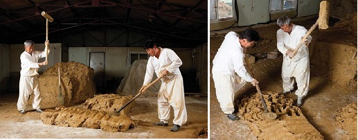 (Left) Mix the clay with the mallets; (right) During this process, the clay gets softer and more dense.