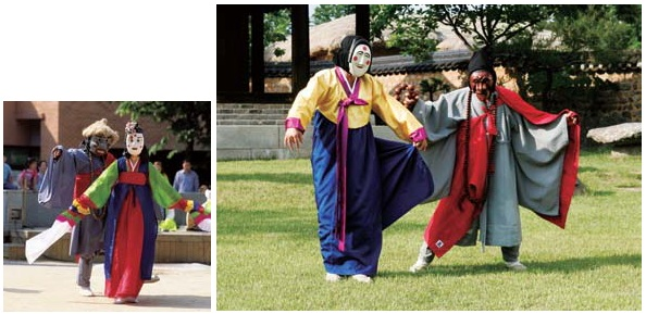 (Left) An apostate monk scene from Hahoe's traditional mask dance; (right) An apostate monk scene from the Bongsan-area mask dance.