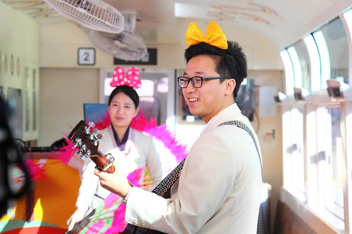 A wide variety of events take place inside the train for the three hours of travel time.