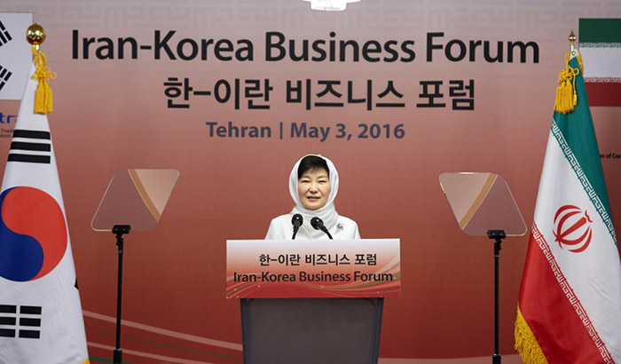 President Park Geun-hye said that businesspeople from Korea and Iran can take a new leap forward together, at the Iran-Korea Business Forum on May 3 in Tehran.