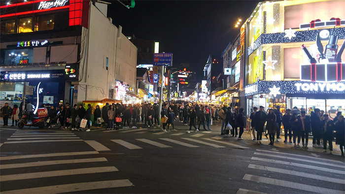Hongdae: Shopping, music, dancing, busking and more : Korea
