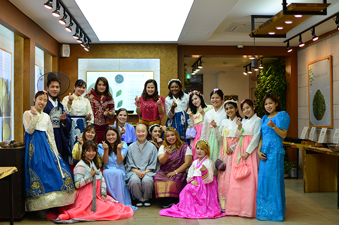 78ff6e5dc 180521_tea 1_in.jpg. Philippine women in both Hanbok and traditional  Philippine attire ...