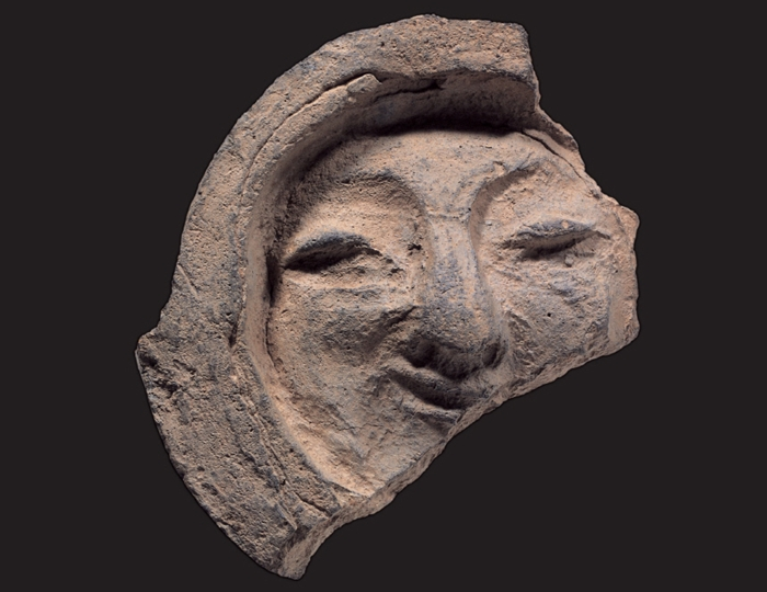 A roof-end tile with a human face. (Cultural Heritage Administration)