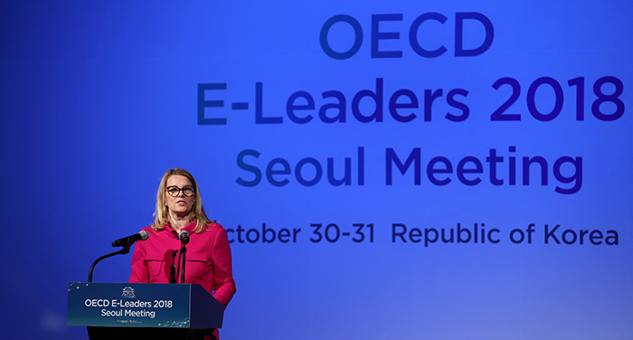 OECD Deputy Secretary-General Mari Kiviniemi urges the governments to actively embrace the digital revolution in the public sector in her speech at the opening ceremony of the OECD E-Leaders 2018 Seoul Meeting at the Westin Chosun Hotel, Seoul, on Oct. 30.