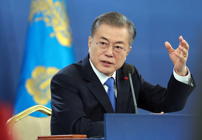 President Moon Jae-in on Jan. 10 hosts a New Year's news conference at Cheong Wa Dae. (Cheong Wa Dae)