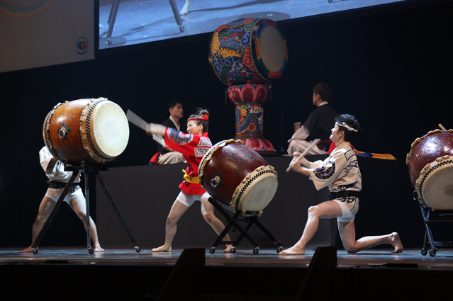 Korean and Japanese performers perform a drum dance together during the opening ceremony (photo: Korea Culture and Information Service).