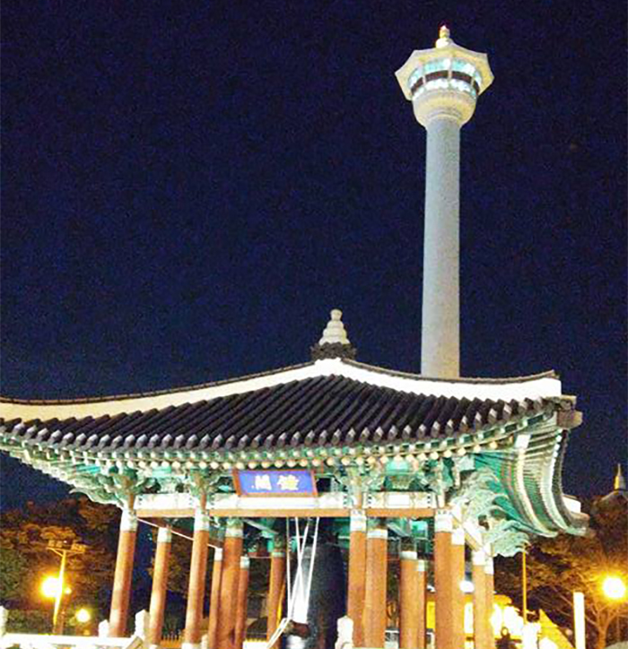 The Busan Tower is most beautiful at night.