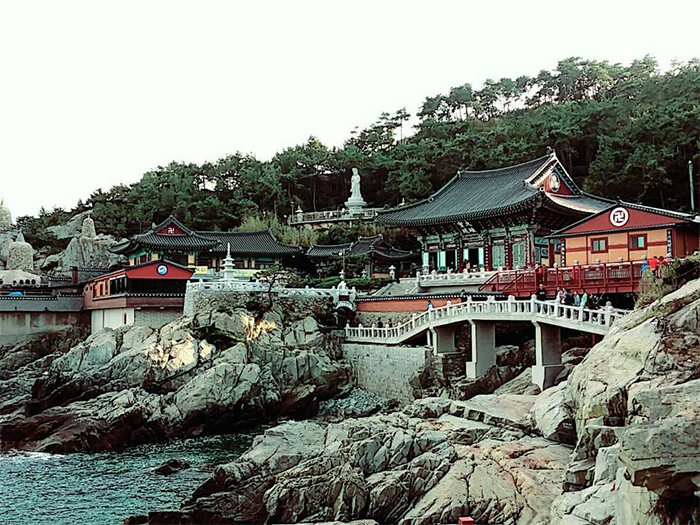 The Haedong Yonggungsa Temple (해동용궁사) is right on top of the waves.