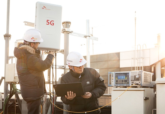 Three telecommunication operators in Korea started to provide commercial 5G network service for firms in six metropolitan cities, including Seoul, starting from Dec. 1. (SK Telecom)