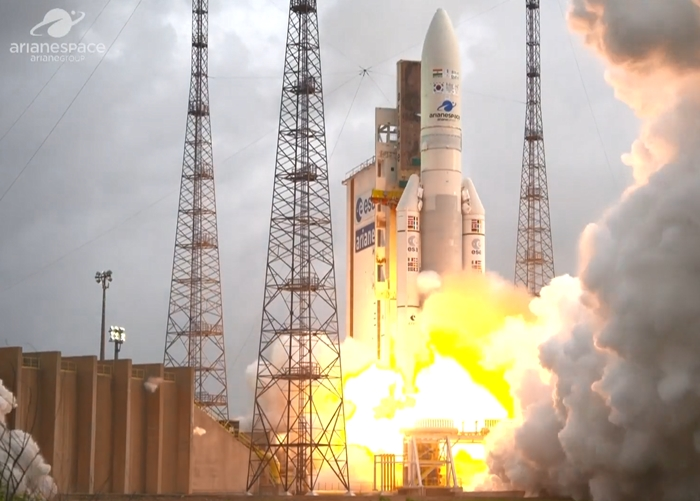 The Ariane 5-ECA rocket carrying the Korean weather satellite Cholllian 2A on Dec. 4 blasts off from the Guiana Space Center in French Guiana. (Arianespace)
