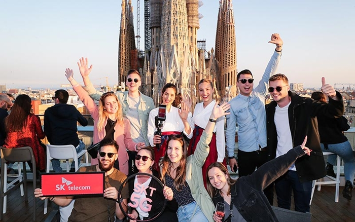 SK Telecom models and travelers visiting Barcelona pose in front of the Catholic church Sagrada Familia. (SK Telecom)