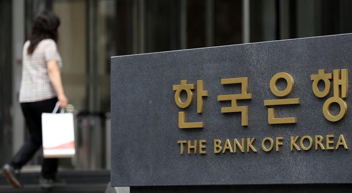 26일 한국은행이 발표한 '기업경기실사지수(BSI) 및 경제심리지수(ESI)'에 따르면 8월 제조업과 비제조업을 합한 전체 산업 업황 BSI는 66으로 전월보다 4포인트 상승했다. 코리아넷 DB