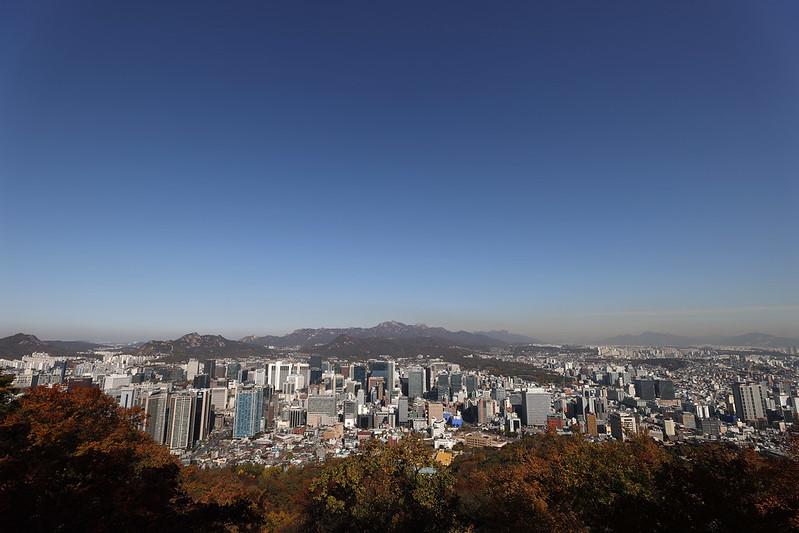 ▲ El Centro Financiero Internacional anunció el día 6 que, a fines de octubre, la tasa de crecimiento del PIB de Corea este año es de -1,2% en promedio, según lo predicho por los principales bancos de inversión (IB) extranjeros como Barclays, Bank of America Merrill Lynch y Citi.  La imagen es una vista de Seúl desde la montaña Namsan.  Koreanet DB