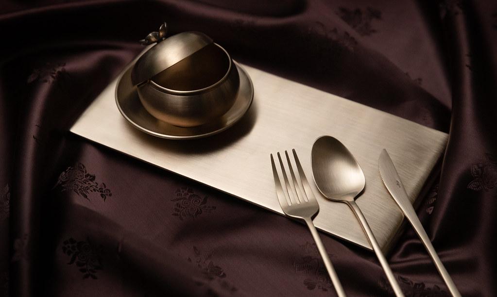 ▲ 한국의 전통 식기인 유기는 구리와 주석을 78:22 비율로 녹여 만든 청동 그릇으로 단단하고 견고한 특징을 가진다.