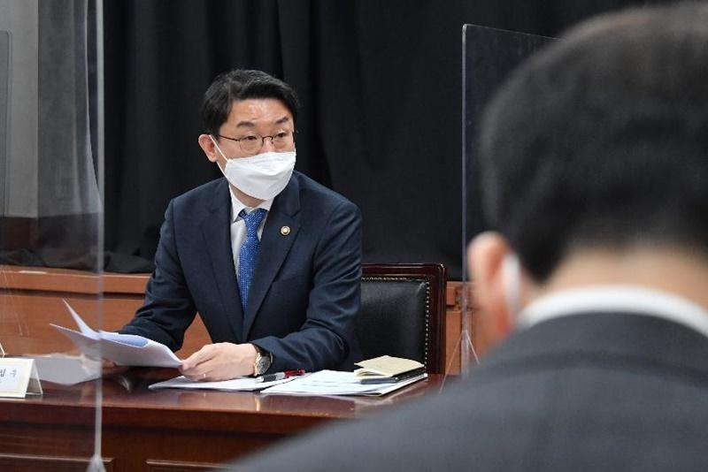 ▲ 기획재정부는 13일 서울 여의도 콘레드호텔에서 P4G와 공동으로 '녹색경제 전환을 위한 기후금융과 투자촉진'을 주제로 한 '기후금융포럼'을 개최했다. style=