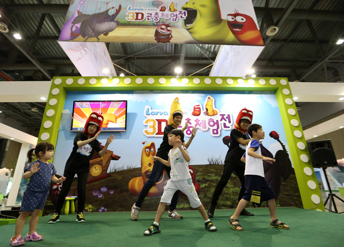 "Children perform the ""Larva dance"" to theme music of the animated TV show Larva at the exhibition (photo: Jeon Han)."