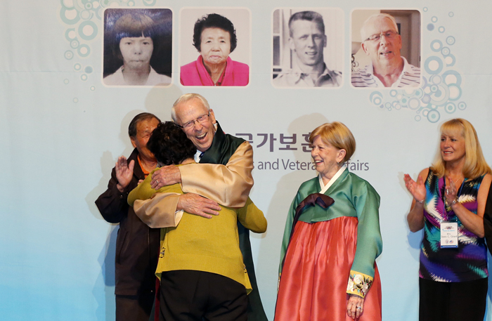 Wearing a Korean Hanbok she gave to him as a token of her appreciation, Cadwallader hugs Kim tightly (photo: Jeon Han).
