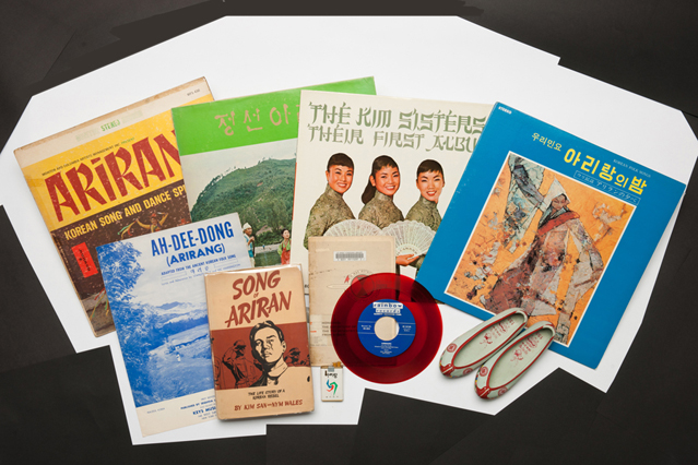 Vinyl records and books related to Arirang (photo courtesy of Jeongseon Arirang Research Institute)