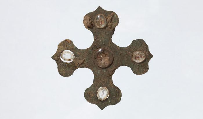 A tetra-leaf shaped ornament with inlaid crystal, Han Dynasty (206 B.C.–A.D. 220), bronze, crystal, 9.4cm x 9.0cm.