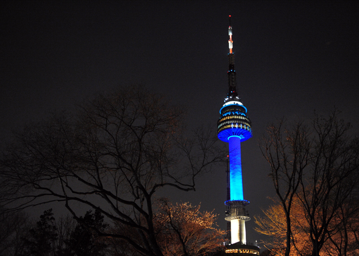 N Seoul Tower, atop Namsan Mountain in central Seoul, turns on blue spot lights on April 2 to mark World Autism Awareness Day. (photo courtesy of the Ministry of Health and Welfare)