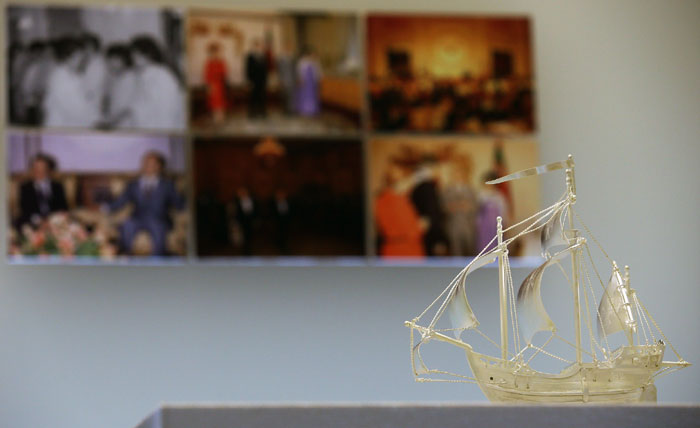 """A model of a Portuguese trade ship, given by a former prime minister of Portugal to President Chun Doo-hwan during his visit to Korea in June 1984, is on display at the """"Sincerity and Regards From All Over the World"""" exhibit from October 2 to November 2."""