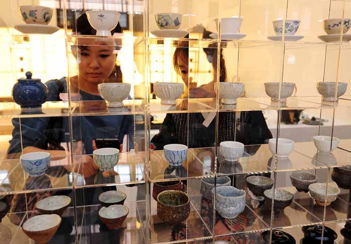 The 2014 Craft Platform exhibition opens its doors on June 25 at Culture Station Seoul 284, the old Seoul Station building, in central Seoul, to showcase a wide range of craftwork and artistry.