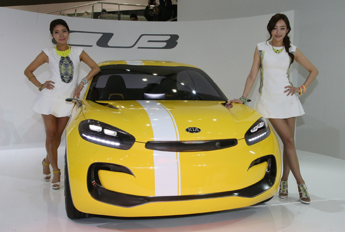Kia Motors' four-door coupe concept car CUB is unveiled at the 2013 Seoul Motor Show at Kintex in Goyang, Gyeonggi-do, on March 28 (photo: Yonhap News).