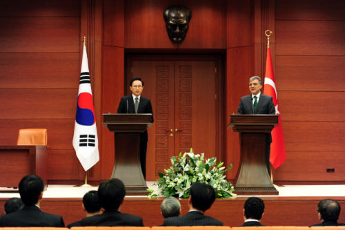 Presidents Lee and Gül hold a joint press conference following the summit on February 6