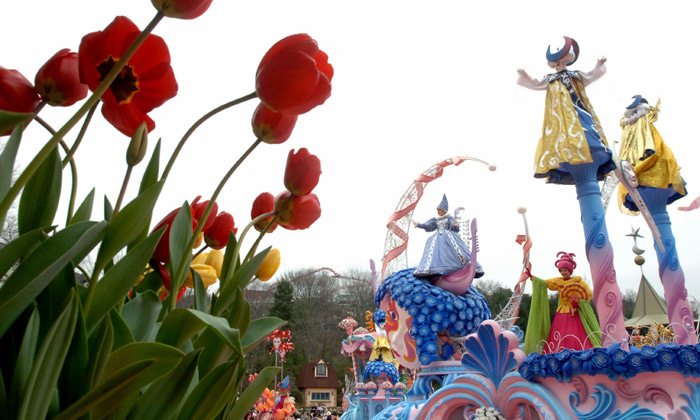 During the tulip festival, Everland holds various other events, such as carnival parades and musical performances. (photo courtesy of Everland)
