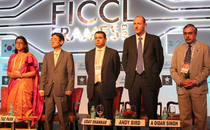 Korean Deputy Minister for Culture, Sports and Tourism Park Soon-tae (second from left) attended the opening ceremony of FICCI FRAMES 2013 as the Guest of Honor on March 12 in Mumbai, India. Other high-ranking attendees included FICCI President Naina Lal Kidwai (left), and Walt Disney International chairman Andy Bird (second from right) (photo: Yonhap News).