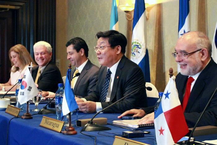 Korea 6 Central American Nations Sign Fta Korea The