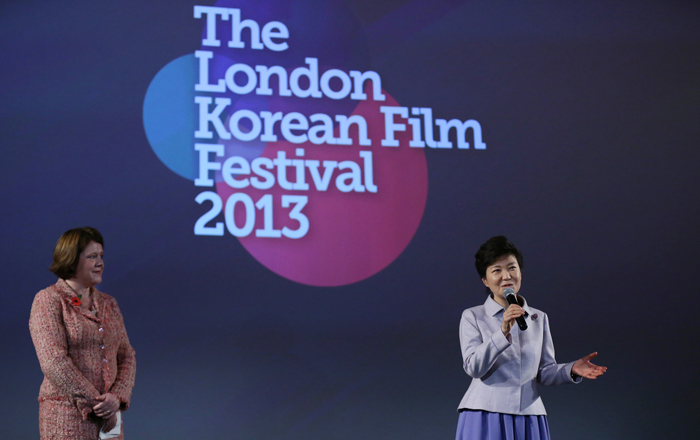 President Park Geun-hye (right) greets viewers at the eighth London Korean Film Festival on November 6 during her state visit to Britain. (photo: Jeon Han)