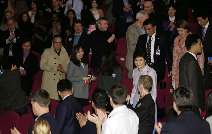 President Park Geun-hye greets visitors at the London Korean Film Festival on November 6. (photo: Jeon Han)